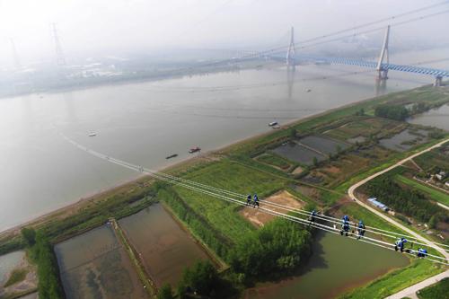 准东—皖南特高压顺利跨越长江